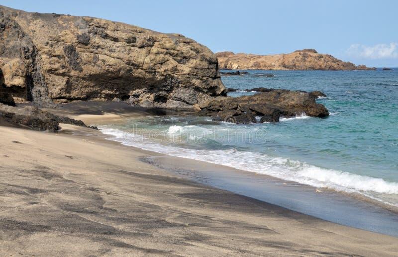 Golven op een strand in Djeu stock afbeeldingen