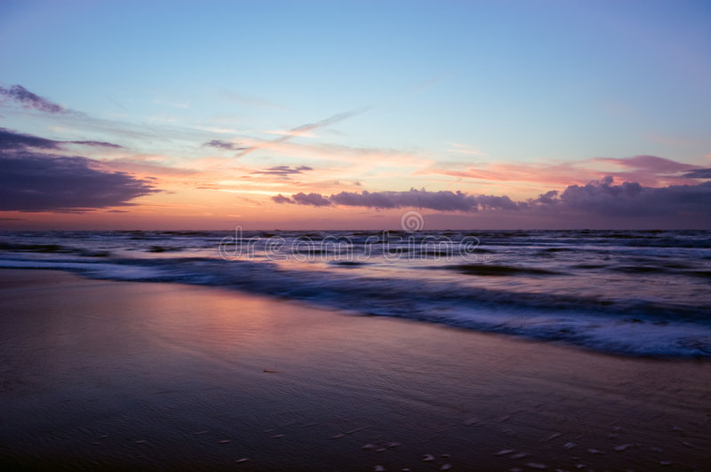 Golven op het strand royalty-vrije stock afbeelding
