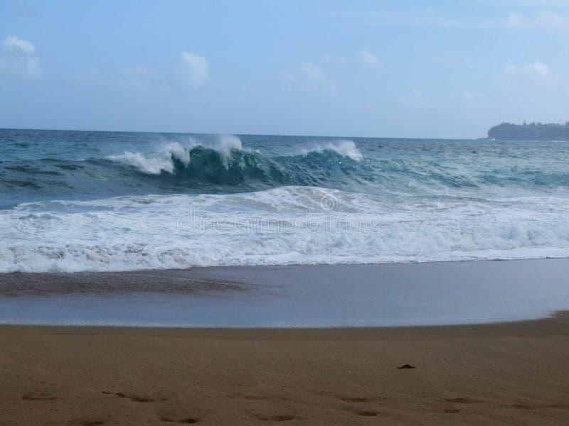 Golven op Lumahai-Strand, Kauai, Hawaï stock afbeeldingen