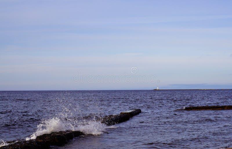 Golven op zeekust royalty-vrije stock foto