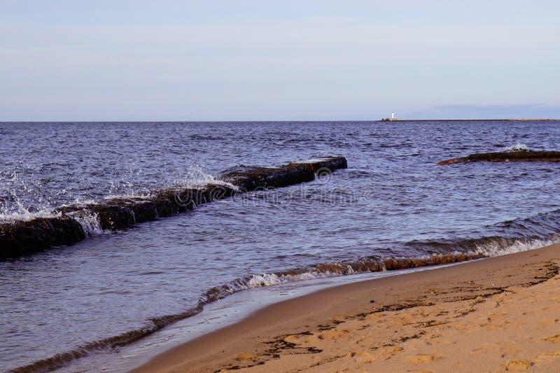 Golven op zeekust stock foto