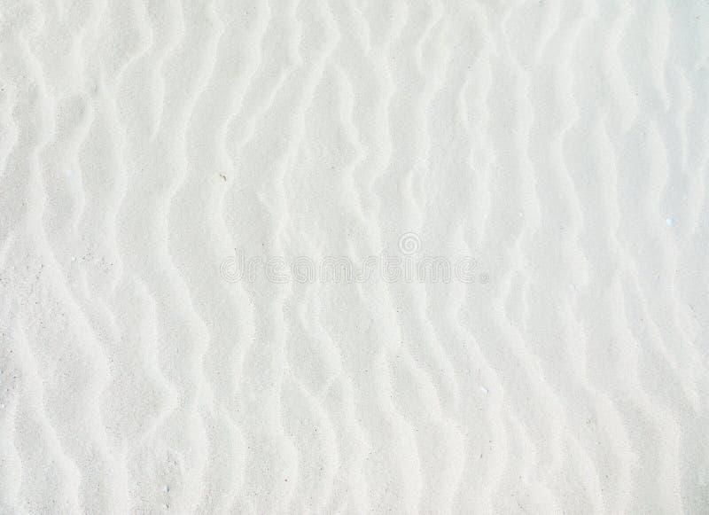 Golven van witte zandgrond stock foto