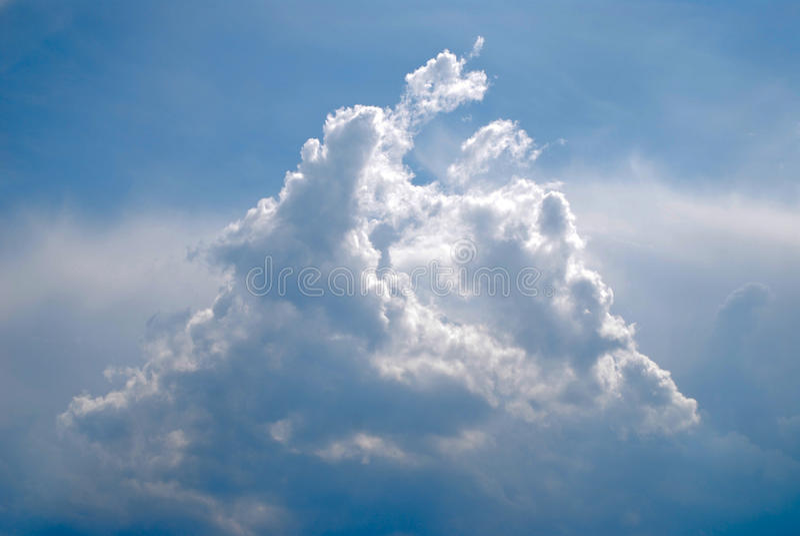 Golvende Cumuluswolk stock afbeeldingen