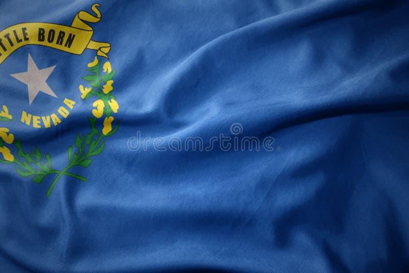 Golvende kleurrijke vlag van de staat van Nevada stock foto's