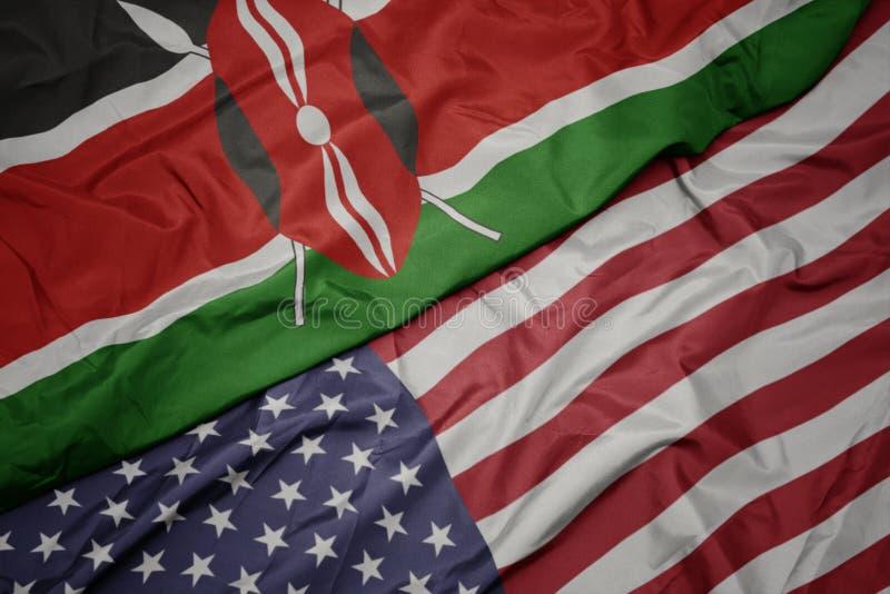 golvende kleurrijke vlag van de Verenigde Staten van Amerika en nationale vlag van Kenia stock afbeeldingen
