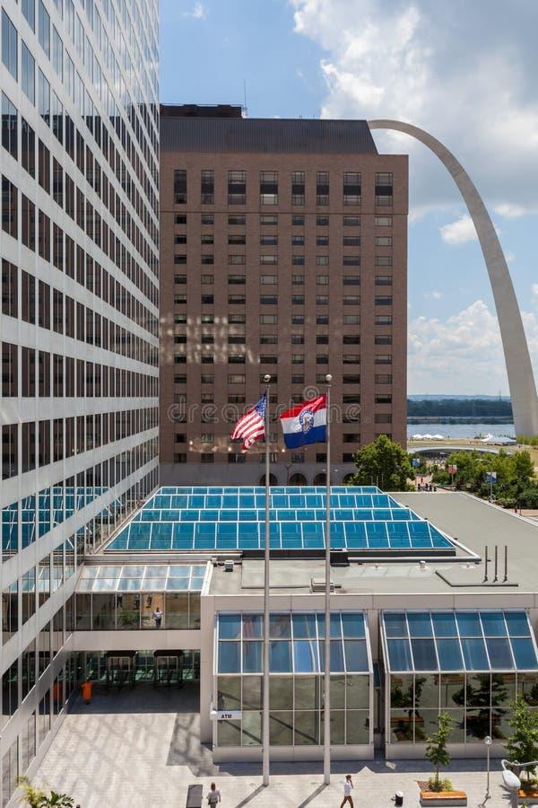 Golvende vlaggen van de Verenigde Staten en de staat van Missouri in D stock fotografie