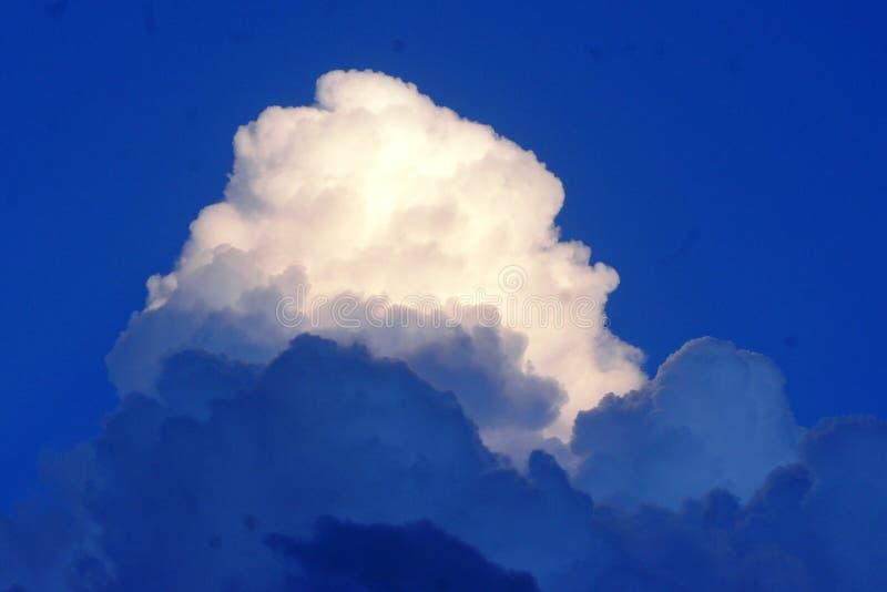 Golvende wolk royalty-vrije stock foto