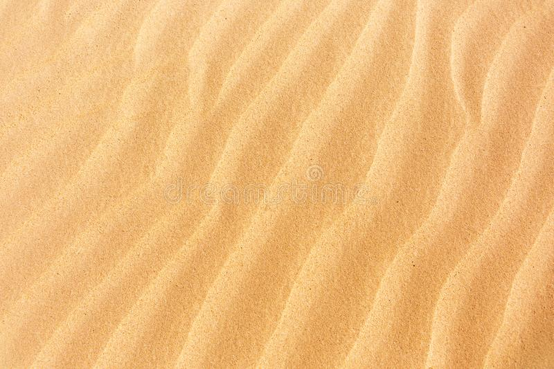 Golvende zandtextuur De achtergrond van de woestijnaard stock foto