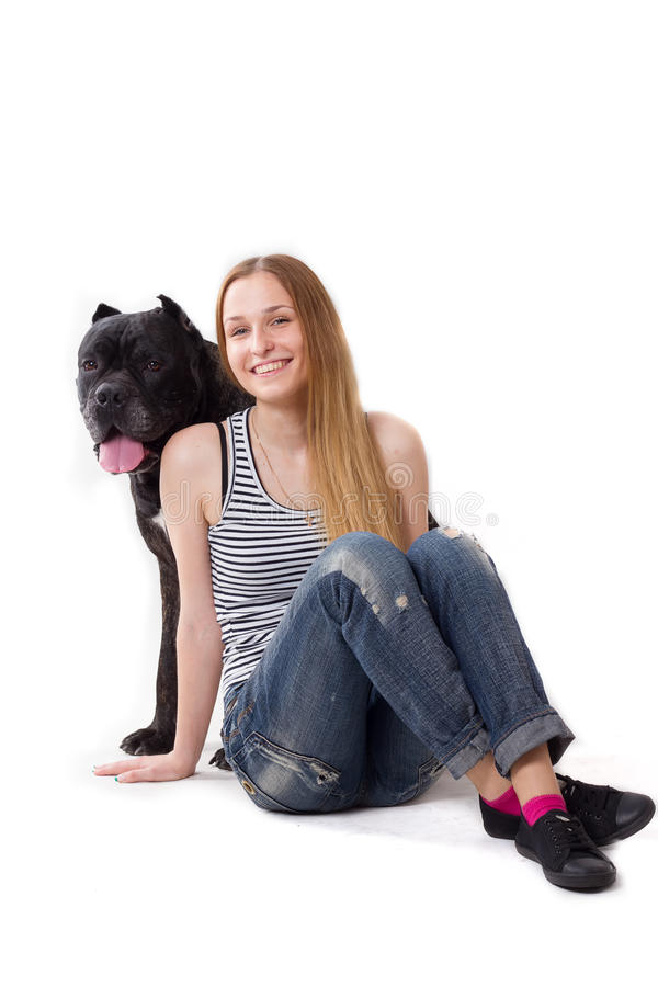 golvflickan sitter Hennes hundCane Corso sammanträde på henne se kameran fotografering för bildbyråer