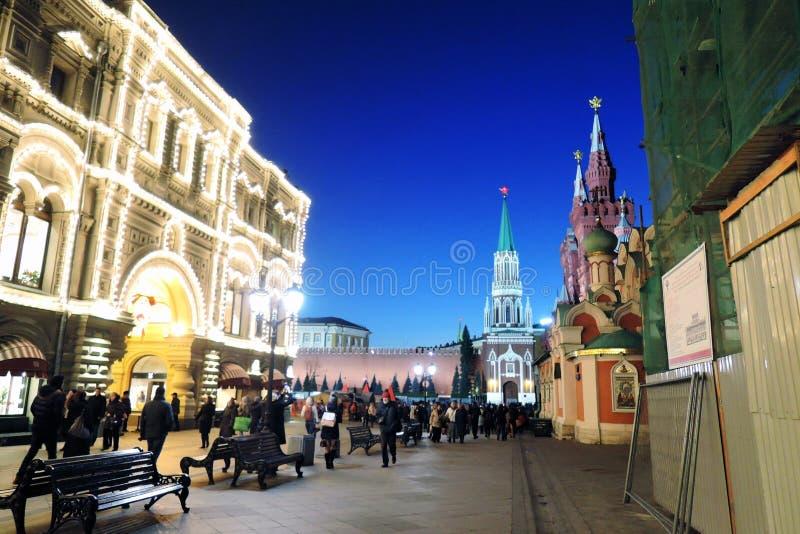GOMA e Kremlin de Moscou na noite Foto a cores imagens de stock royalty free