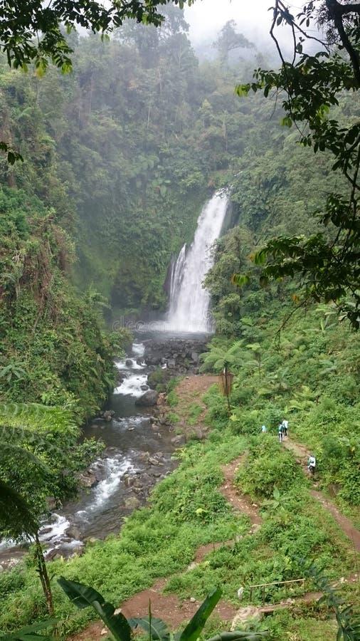 Gomblang vattenfall & x28; Curug Gomblang& x29; fotografering för bildbyråer