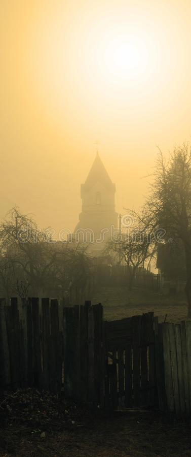 GOMEL, ΛΕΥΚΟΡΩΣΊΑ - 8 Μαρτίου 2017: Εκκλησία του Άγιου Βασίλη το Wonderworker το misty πρωί στοκ εικόνα με δικαίωμα ελεύθερης χρήσης