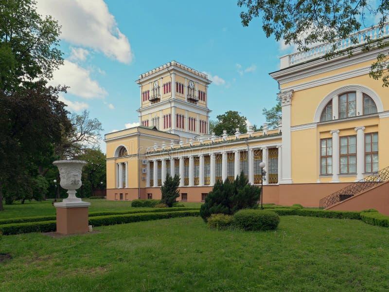 GOMEL, BELARUS - 15 MAI 2019 : Parc de ville Complexe de palais de Rumyantsev photographie stock libre de droits