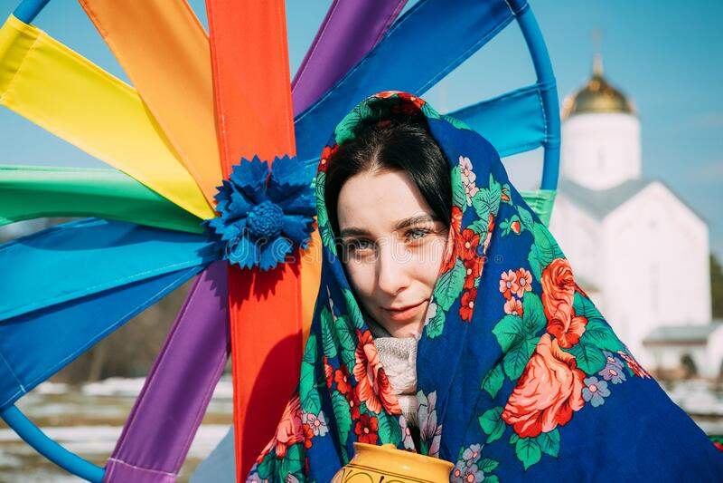 https://thumbs.dreamstime.com/b/gomel-belarus-march-portrait-unknown-beautiful-young-woman-girl-headscarf-her-head-celebration-maslenitsa-shrovetide-225517426.jpg
