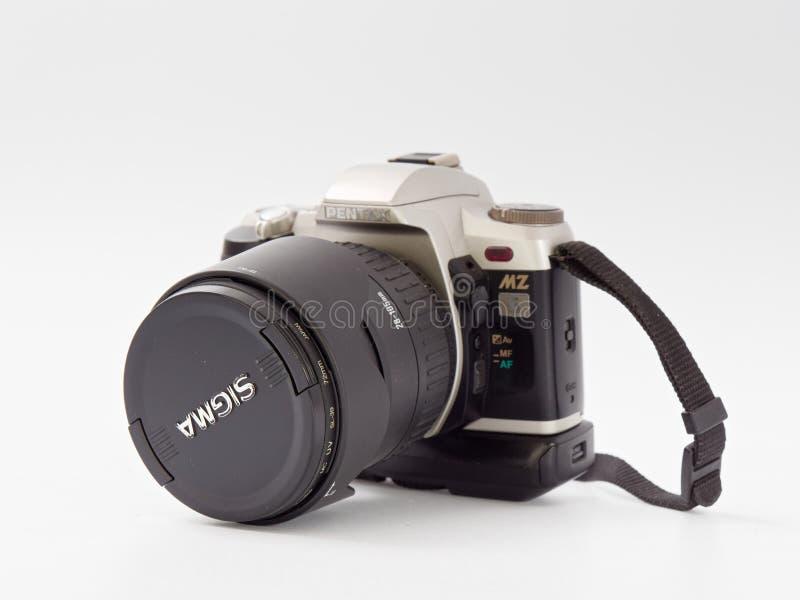 GOMEL BIAŁORUŚ, GRUDZIEŃ, - 11, 2018: Pentax MZ 6 kamera na białym tle zdjęcie stock