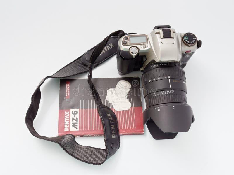 GOMEL BIAŁORUŚ, GRUDZIEŃ, - 11, 2018: Pentax MZ 6 kamera na białym tle obraz stock