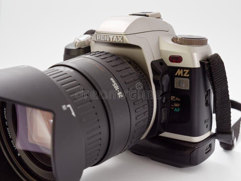 GOMEL BIAŁORUŚ, GRUDZIEŃ, - 11, 2018: Pentax MZ 6 kamera na białym tle zdjęcie royalty free
