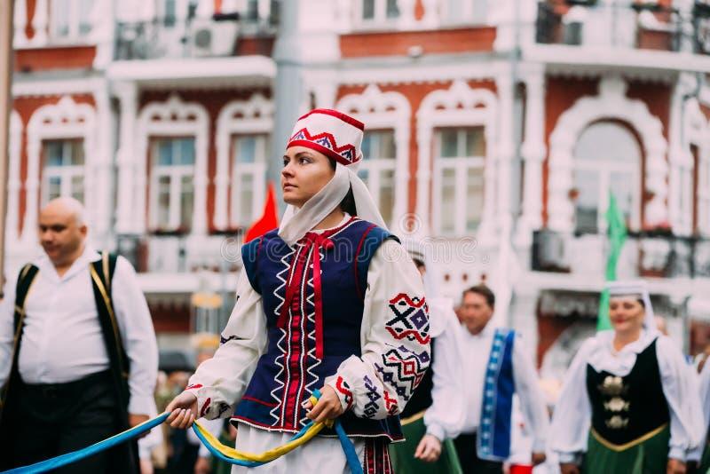 Gomel, Bielorrússia Mulher bielorrussa em Bielorrússia tradicional nacional fotografia de stock royalty free