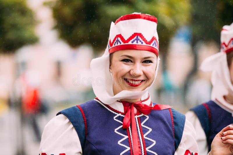 Gomel, Bielorrússia Mulher no bielorrusso tradicional nacional popular e imagem de stock royalty free