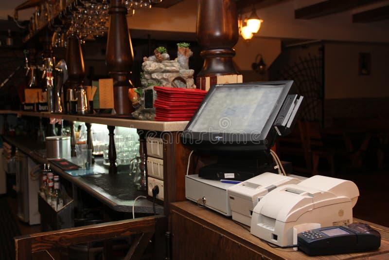 GOMEL, BIELORRUSIA - 10 de abril de 2013: Restaurante de Spartak en la calle de Sovetskaya Lugar de trabajo del Admin foto de archivo