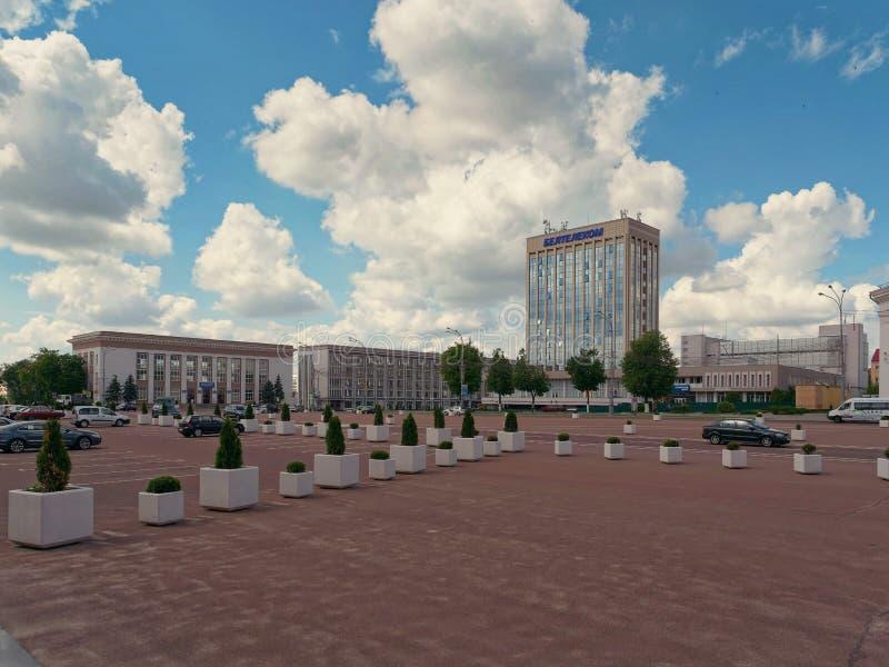 GOMEL, BIELORRUSIA - 15 DE MAYO DE 2019: Cuadrado de Lenin Teatro y la oficina de correos foto de archivo libre de regalías