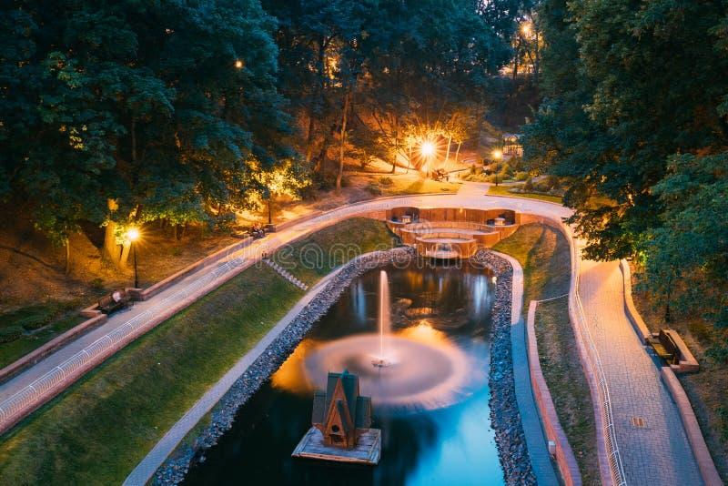 Gomel Homiel, Vitryssland Den sceniska sikten av parkerar vattendragkanalen royaltyfria foton