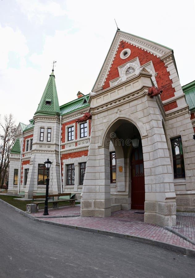 Gomel region, Zhlobin område, RÖD BANK för BY, Vitryssland - mars 16, 2016: Det Gatovsky säterit är en monument royaltyfri fotografi