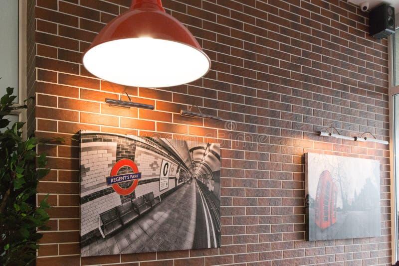Gomel Vitryssland - 31 Juli, 2015: Förlage för hamburgare för snabbmatkedja, järnvägsstationfyrkant 1, royaltyfria bilder