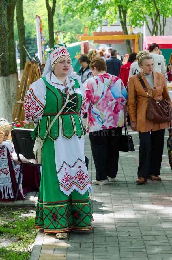 Gomel Vitryssland, utomhus- händelsestadstrollkarlar Kvinna i Belorusian arkivbilder