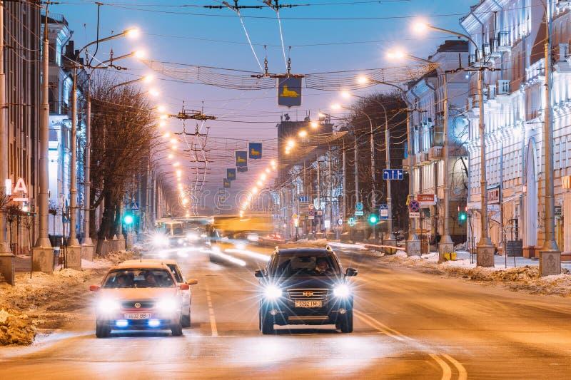 Gomel Vitryssland Volkswagen bil och kinesbil Geely Emgrand EX7 arkivfoto