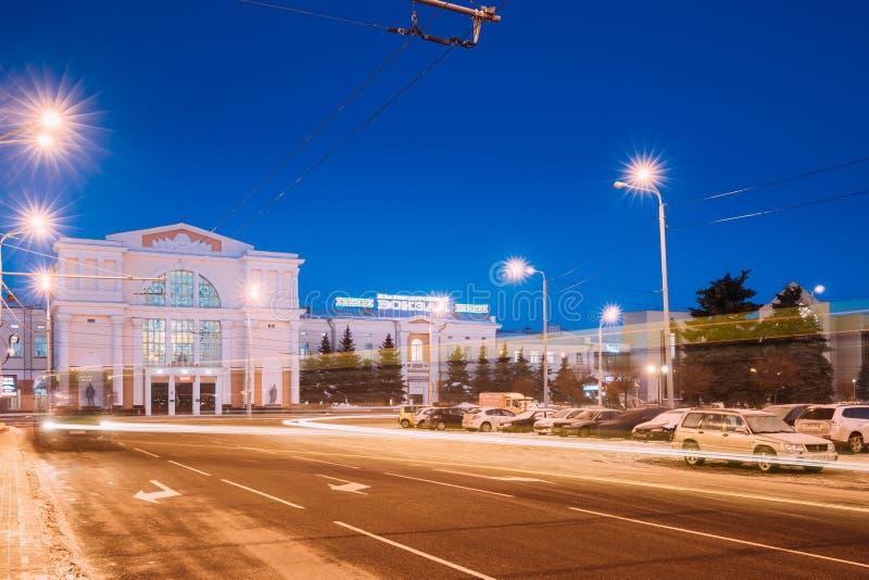 Gomel, Weißrussland Bahnhofs-Gebäude am Morgen oder am Abend lizenzfreies stockfoto