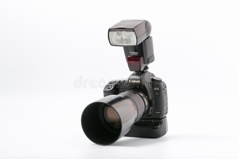 GOMEL, WIT-RUSLAND - November 9, 2017: digitaal MARK 2 van cameracanon met flits stock afbeelding