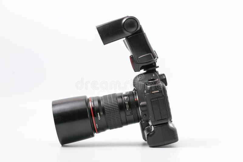 GOMEL, WIT-RUSLAND - November 9, 2017: digitaal MARK 2 van cameracanon met flits stock fotografie