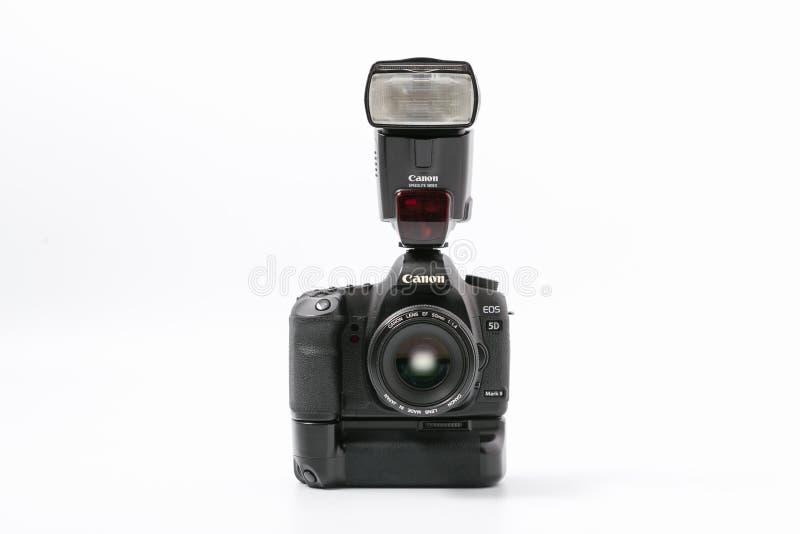 GOMEL, WIT-RUSLAND - November 9, 2017: digitaal MARK 2 van cameracanon met flits stock foto