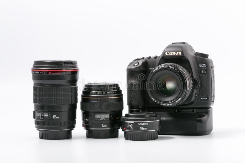 GOMEL, WIT-RUSLAND - 9 November 2017: digitaal MARK 2 van cameracanon met lens royalty-vrije stock fotografie