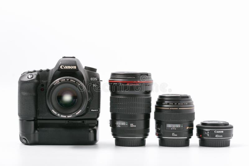 GOMEL, WIT-RUSLAND - 9 November 2017: digitaal MARK 2 van cameracanon met lens stock foto's