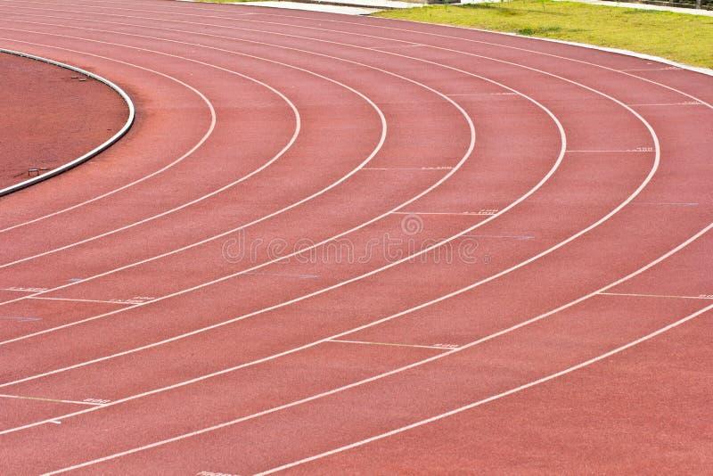 Gomma corrente della pista dello stadio di atletica fotografia stock