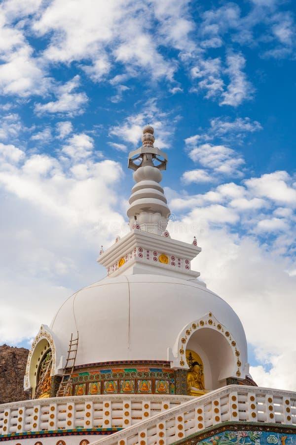 Download Gompa в индийских Гималаях стоковое фото. изображение насчитывающей облако - 33738212
