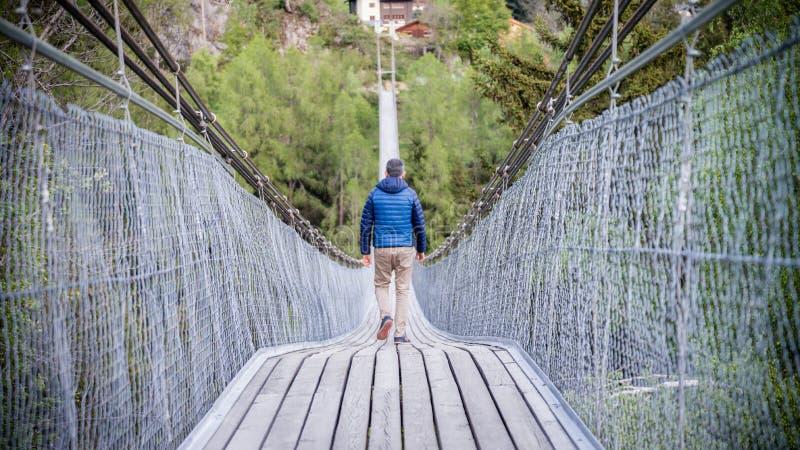 Goms hängande bro i Schweiz royaltyfria foton