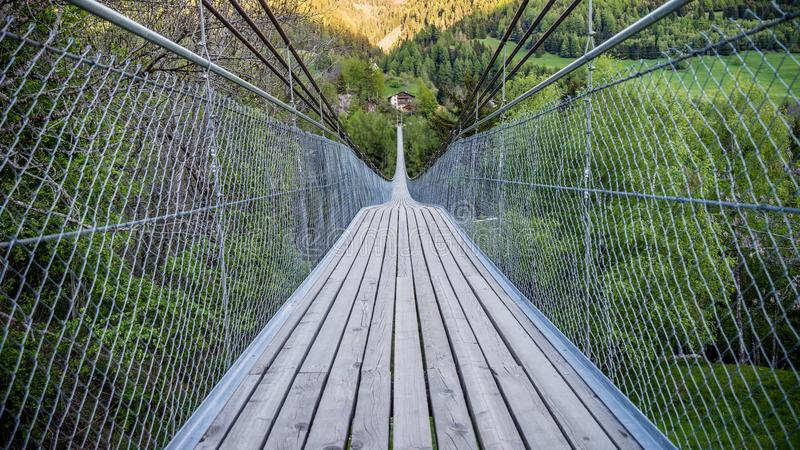 Goms hängande bro i Schweiz arkivfoto