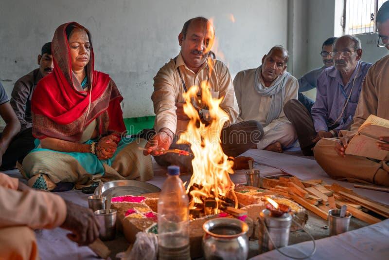 Gonda/Ινδία-30 10 2018: Η ινδή τελετουργική τελετή μέσα στο σπίτι στοκ φωτογραφία με δικαίωμα ελεύθερης χρήσης