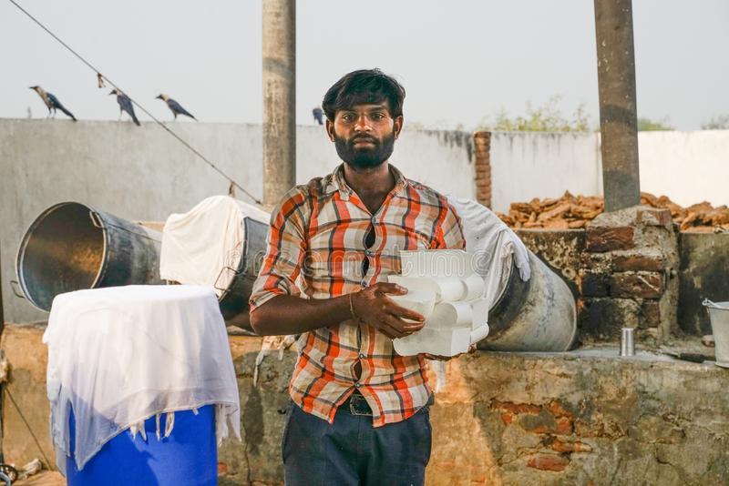 Gonda/Ινδία-30 10 2018: Το μικρό ινδικό εργοστάσιο τυριών στοκ εικόνες με δικαίωμα ελεύθερης χρήσης