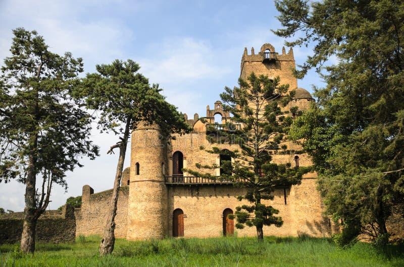 Gondar Etiopien, slotten av Ghebbi royaltyfri bild