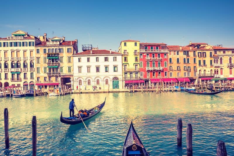 Gondel auf großartigem Kanal in Venedig stockfotografie