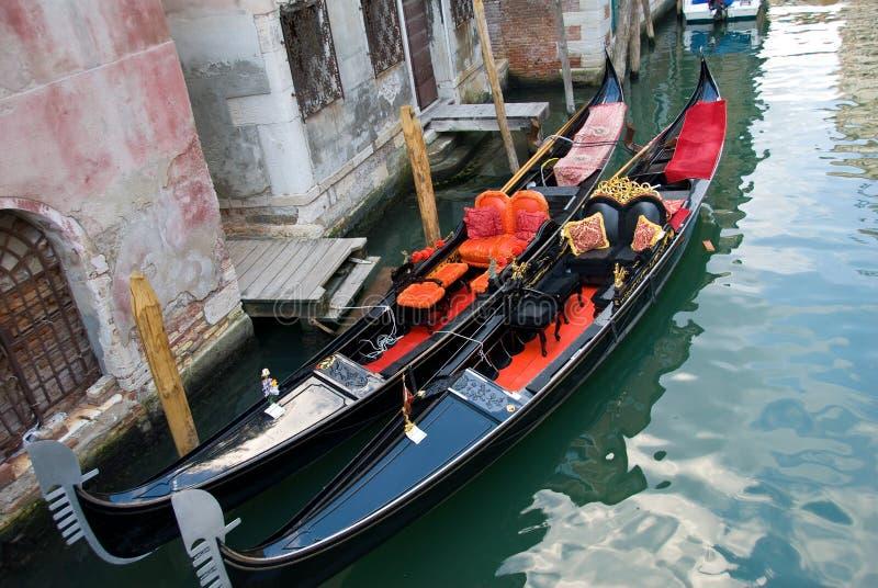 Gondel-Boote in Venedig stockbild