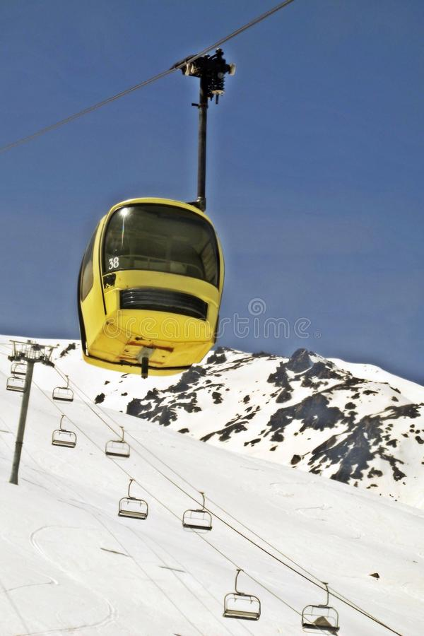 Gondel in Gulmarg in India stock afbeeldingen