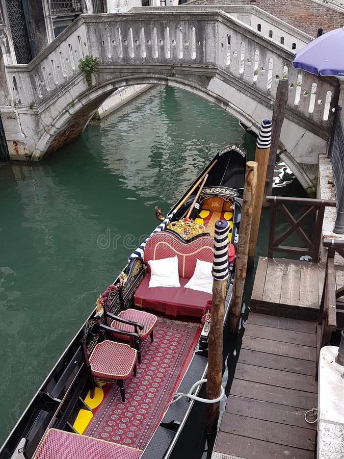 Gondel op de kanalen van Venetië wordt vastgelegd dat royalty-vrije stock afbeelding
