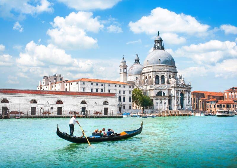 Gondel op Kanaal Grande met Basiliekdi Santa Maria della Salute, Venetië, Italië royalty-vrije stock foto's