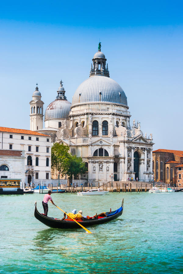 Gondel op Kanaal Grande met Basiliekdi Santa Maria della Salute, Venetië, Italië royalty-vrije stock afbeelding