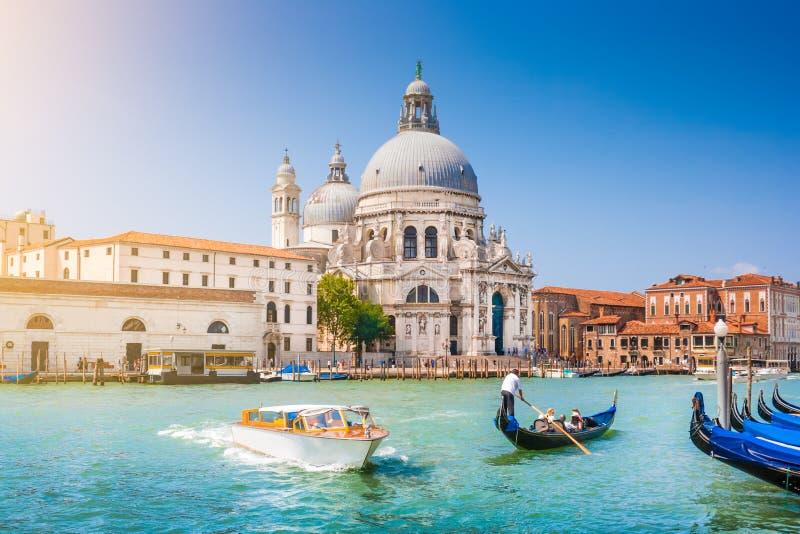 Gondel op Kanaal Grande met Basiliekdi Santa Maria della Salute, Venetië, Italië royalty-vrije stock fotografie